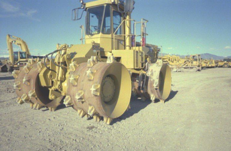 1995 (unverified) Caterpillar 826C Landfill Compactor in