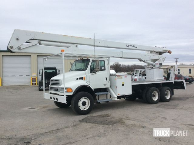 Lift-All LM-75-2MS Bucket on 2007 Sterling Acterra 6x6 T/A