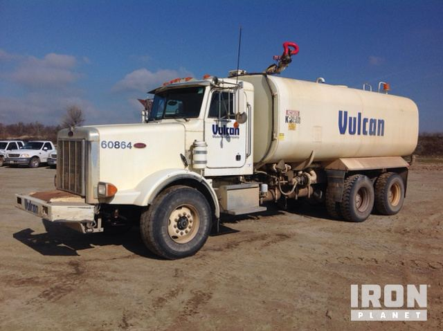 2003 Peterbilt 357 T/A Water Truck in Fresno, California
