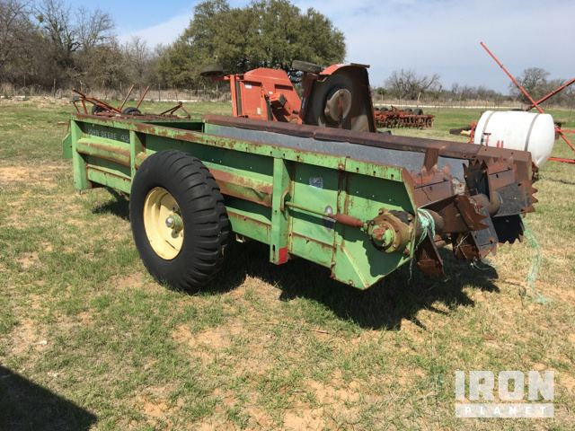 John Deere 450 Manure Spreader in Stephenville, Texas