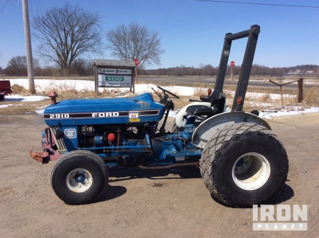 Ford 2910 2WD Tractor in Jackson, Wisconsin, United States
