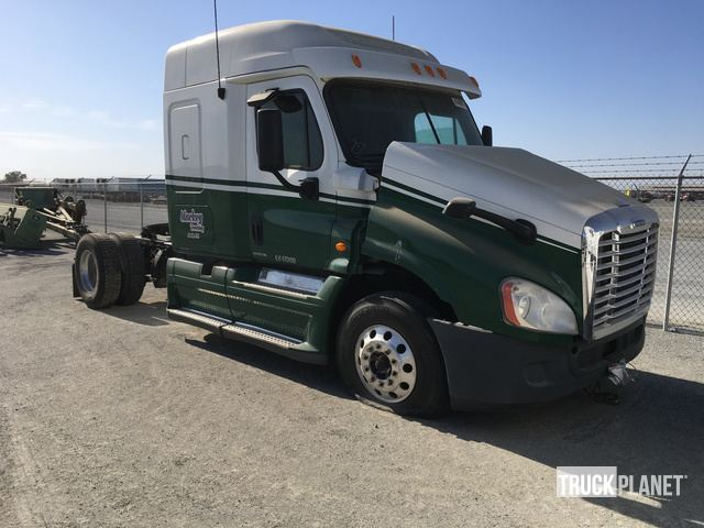 2011 Freightliner Cascadia 125 S/A Sleeper Truck Tractor in