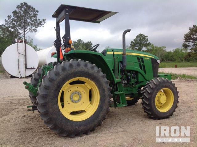2014 John Deere 6105D 4WD Tractor in Beaumont, Texas, United