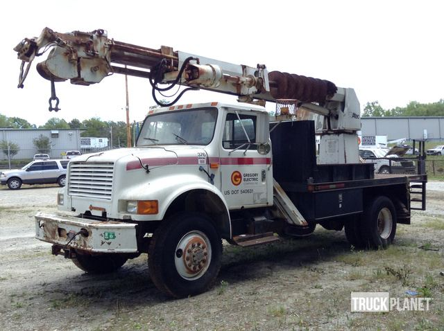 Altec Digger Derrick on 1992 International 4800 S/A in