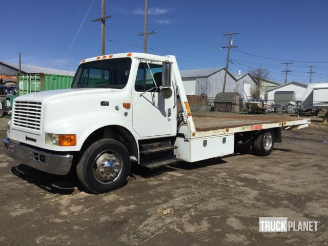 1998 International 4700 S A Hydraulic Tail Flatbed Truck In