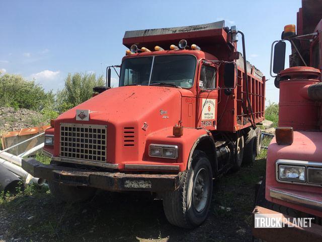 1987 Diamond Reo Giant Tri/A Dump Truck in Lewisburg