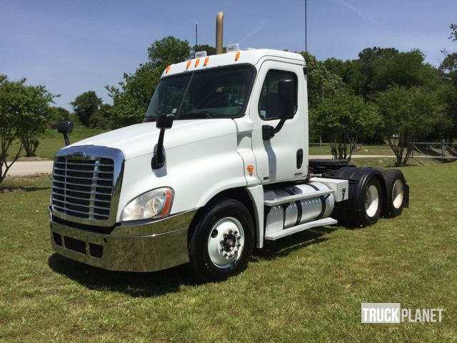 2011 Freightliner Cascadia 125 T/A Day Cab Truck Tractor in