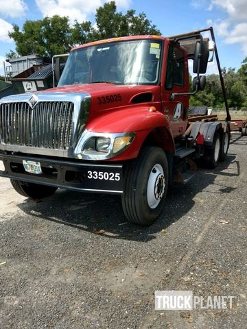 2003 International 7400 Roll Off Truck in Lecanto, Florida