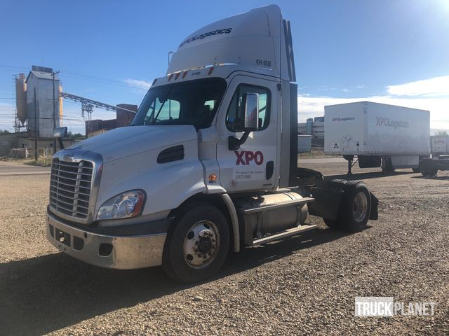 2011 Freightliner Cascadia S/A Day Cab Truck Tractor in