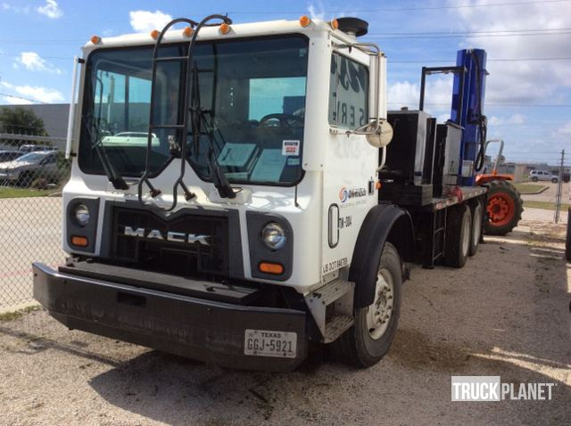 2009 Mack MRU613 Bundle Extractor Truck in Houston, Texas, United