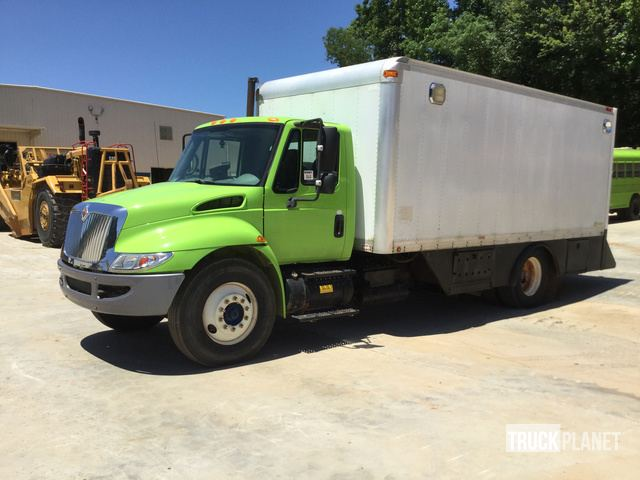 2002 International 4300 S/A Lube Truck in Duncan, South Carolina