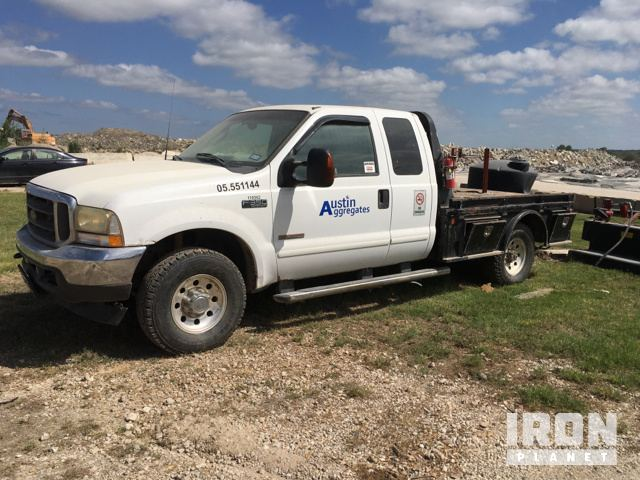 2003 Ford F350 Extended Cab Flatbed Pickup in Austin, Texas