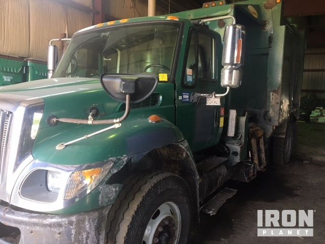 2005 International 7400 Waste Collection Truck in St  Paul