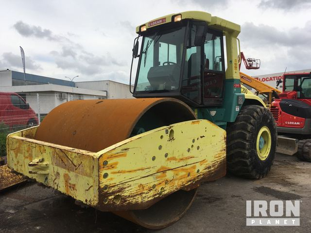 2007 Ammann ASC 200 Vibratory Single Drum Compactor in Nimes