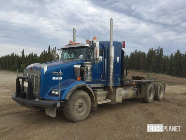 2004 Kenworth T800 T/A Winch Truck in Fort Mackay, Alberta, Canada