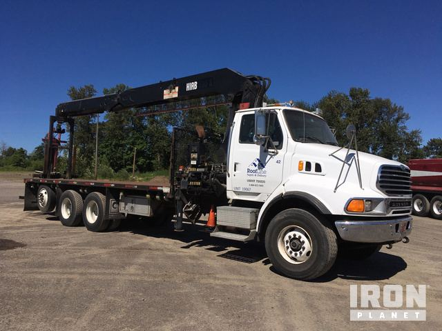 Hiab 335 K-4 Articulating Boom on 2006 Sterling LT9513 Tri/A