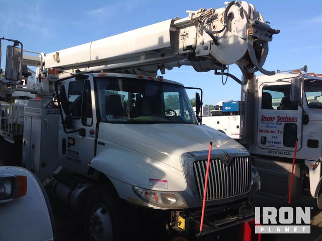 Altec DM47TR Digger Derrick on 2009 International 4300 S/A