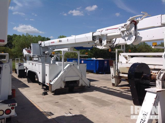 Altec D3060TR Digger Derrick w/ Utility Body in Fort Worth, Texas