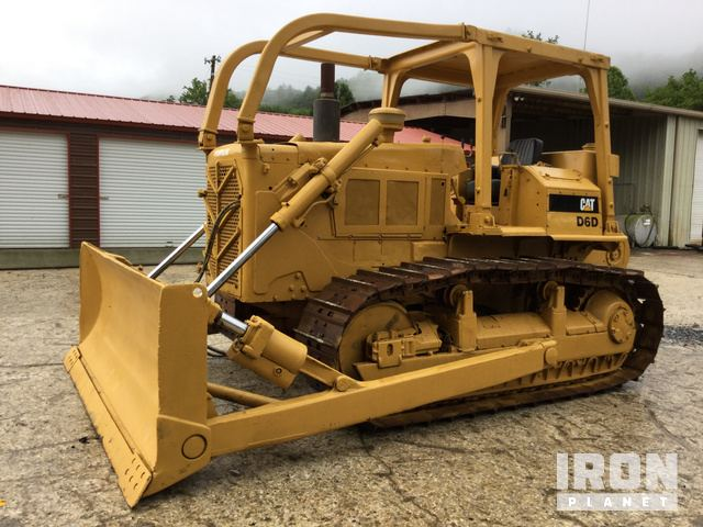 Cat D6D Crawler Dozer in Kelowna, British Columbia, Canada