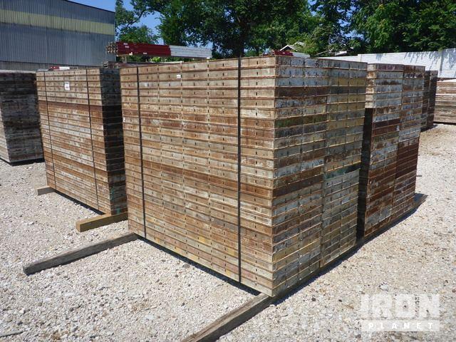Lot of (200) Symon Concrete Form Panels in St  Louis