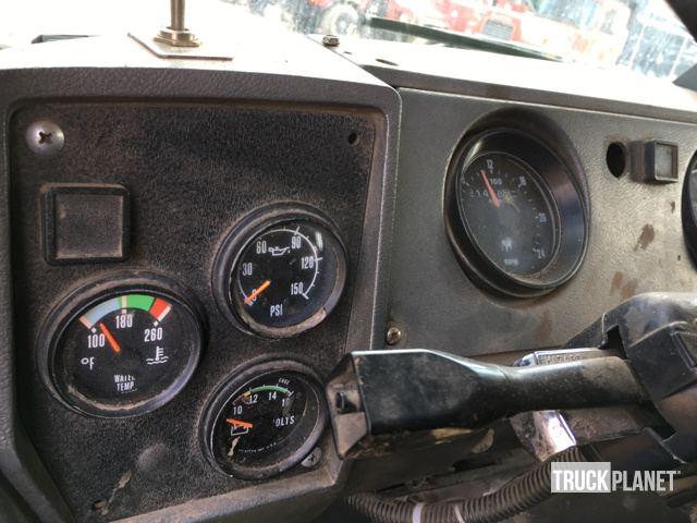 1999 Mack RD688S Tri/A Dump Truck in Bristol, Connecticut