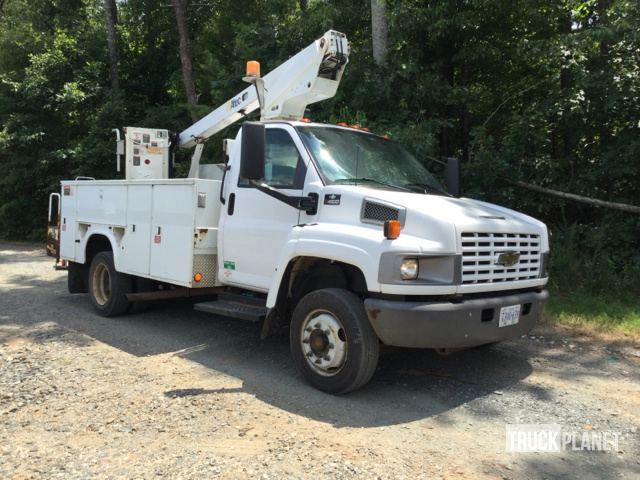 Altec A-A28D Bucket on 2004 Chevrolet C4500 S/A Truck in Concord