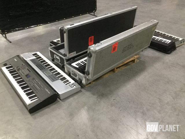 Surplus Lot of (7) Electronic Musical Keyboards in