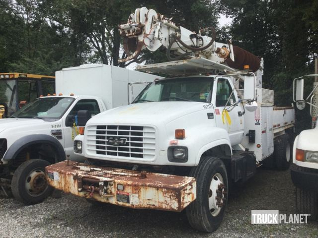 Altec Digger Derrick on 2000 Chevrolet C7H042 S/A Truck in