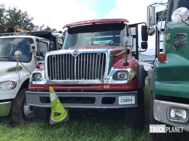 2005 International 7600 Tri/A Flatbed Truck in Tampa, Florida, United States (TruckPlanet Item #1686404)