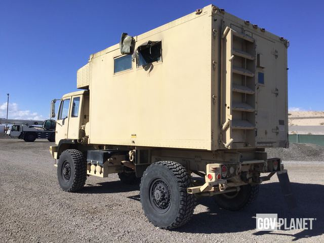 Surplus Lot G2077 - Lot G2077 - Stewart & Stevenson M1079 LMTV 4x4