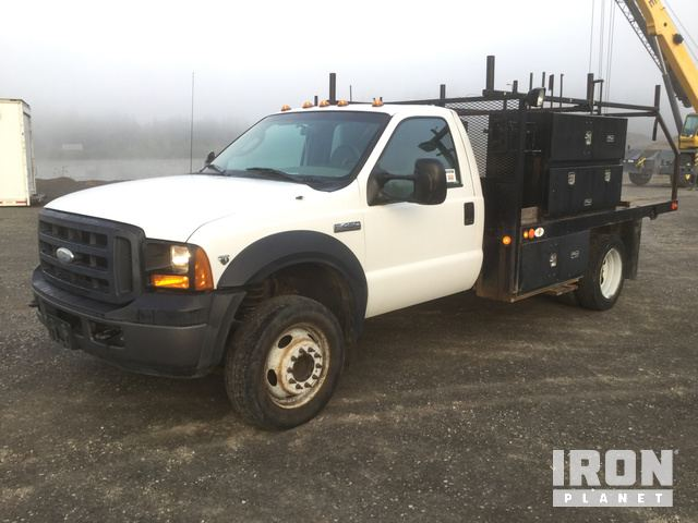 2006 Ford F-450 Super Duty S/A Flatbed Truck in Everson