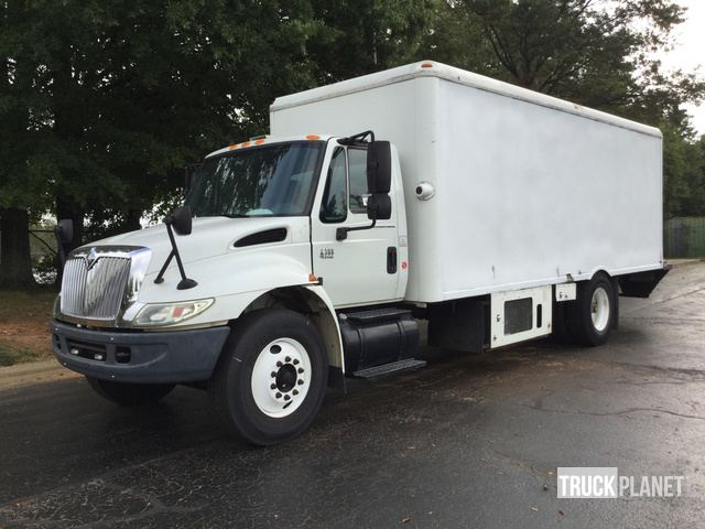 2005 International 4300 DT466 Refrigerated Truck in