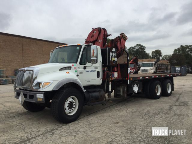 2005 International 7400 T/A Knuckle Boom Truck in Chicago, Illinois