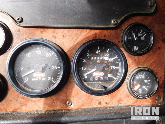 Lot 44 - (x) (10-30) 2005 PETERBILT 378 T/A Truck Tractor