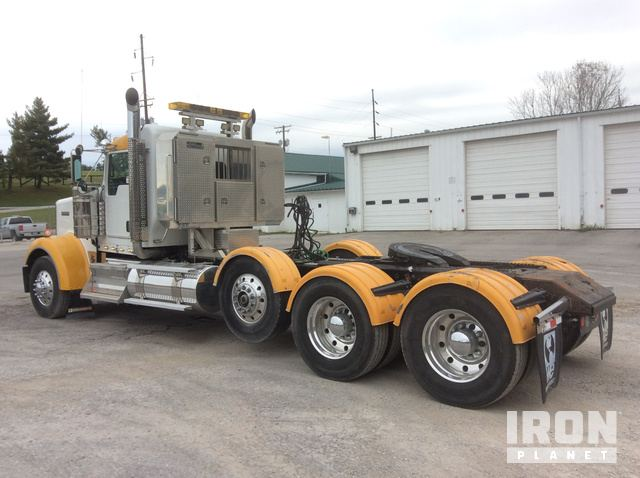 2012 Kenworth W900 T/A Day Cab Truck Tractor in Paris