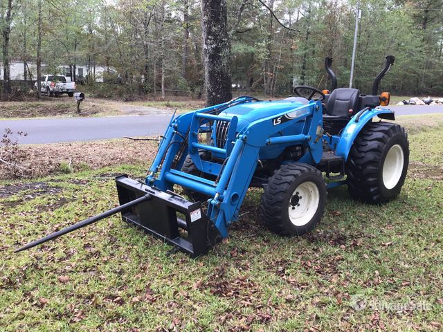 2011 (unverified) LS Mtron R4041 4WD Tractor in Burgaw, North