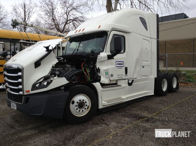 2018 Freightliner Cascadia 126 T/A Sleeper Truck Tractor in