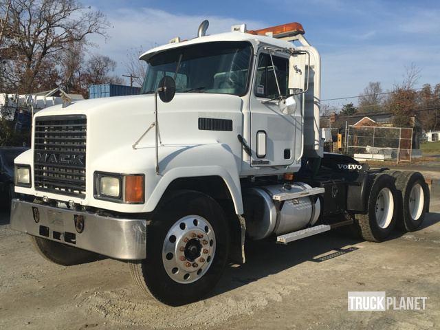2000 Mack CH613 T/A Day Cab Truck Tractor in Upper Marlboro