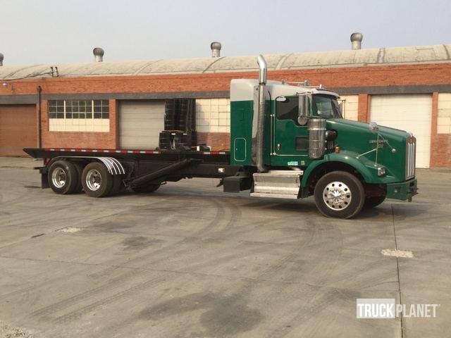 2009 Kenworth T800 Roll Off Truck w/Sleeper in Stockton