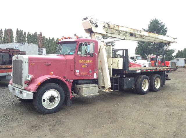 National 600B Straight Boom on 1984 Peterbilt 359 T/A Truck