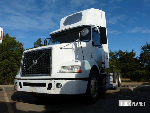 2009 Volvo Vnm T A Day Cab Truck Tractor In Dallas Texas