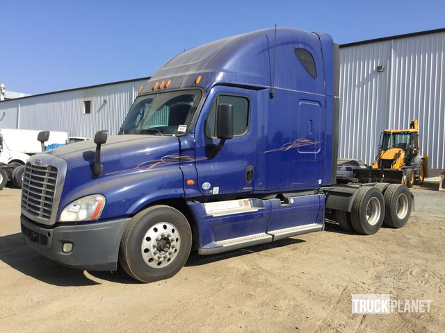2012 Freightliner Cascadia 125 T/A Sleeper Truck Tractor in Perris