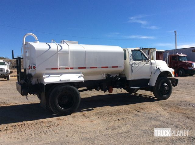 Ford F-700 S/A Water Truck in El Paso, Texas, United States