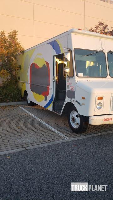 2000 Chevrolet Workhorse P30 Step Van in Winchester, California