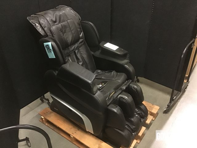 Surplus Osaki Ti7700 Upholstered Massage Chair In North Las Vegas