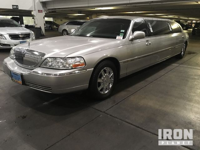 2011 Lincoln Town Car Limousine in Las Vegas, Nevada, United States