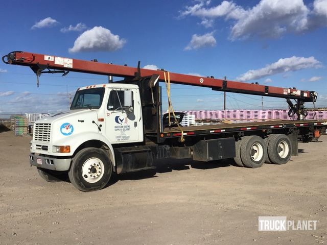2000 International 8100 Flatbed Truck w/Conveyor in Denver, Colorado
