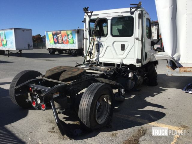 2016 Freightliner Cascadia 113 S/A Day Cab Truck Tractor in