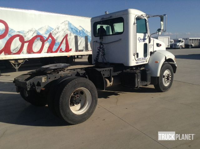 2005 Peterbilt 335 S/A Day Cab Truck Tractor in San Antonio