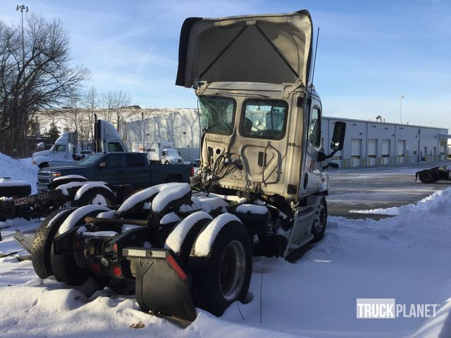2017 Freightliner Cascadia 113 S/A Day Cab Truck Tractor in Chicopee